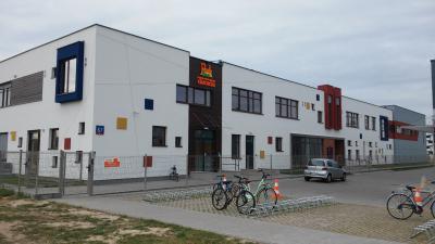 Szkoła z przedszkolem przy Lazurowej w Warszawie