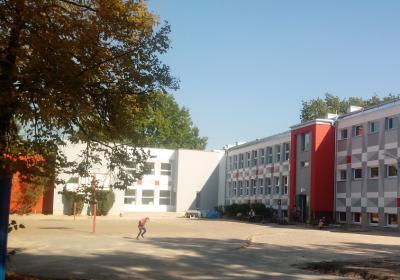 elewacja od strony głównego parkingu i ulicy Samogłoska-stan zrealizowany